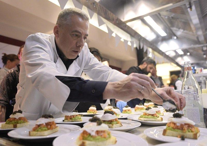 Аркадий Новиков повар