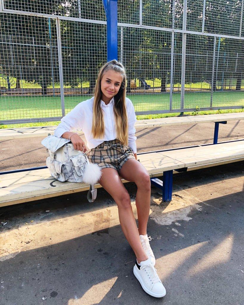 Катя Адушкина в школе