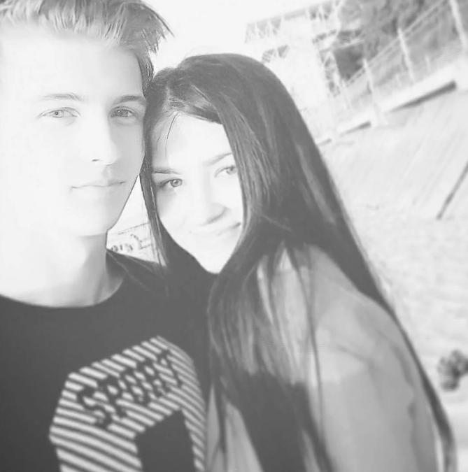 Паша Пэл с девушкой