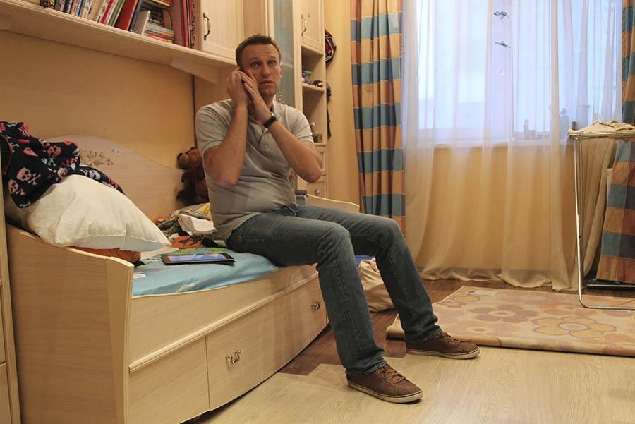 Алексей Навальный в квартире